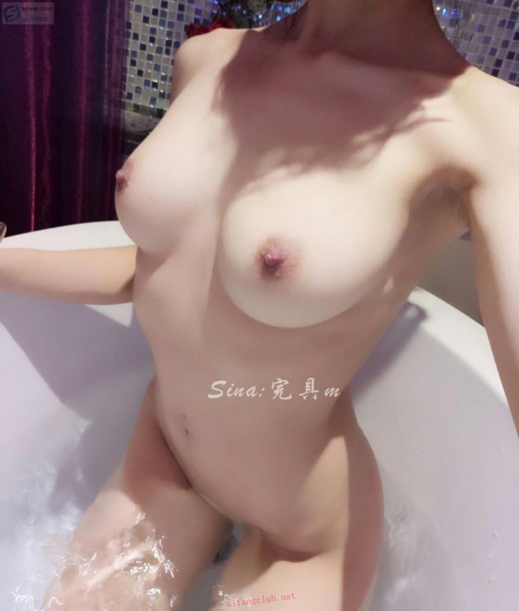 完具少女 浴缸洗澡 - Sexy girl in a bath (11P)