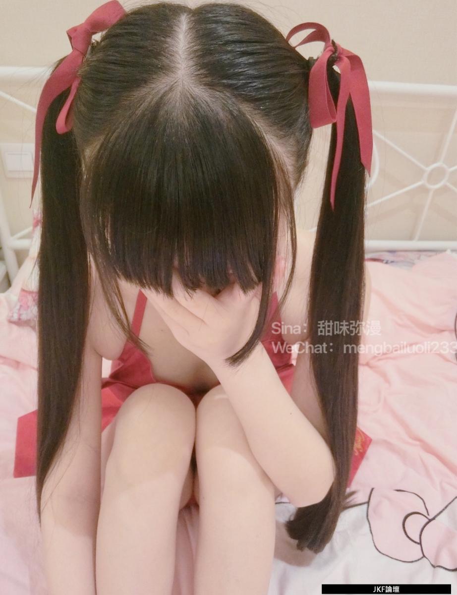 福利姬-萌白醬《 紅色大蝴蝶結 》- (66P)