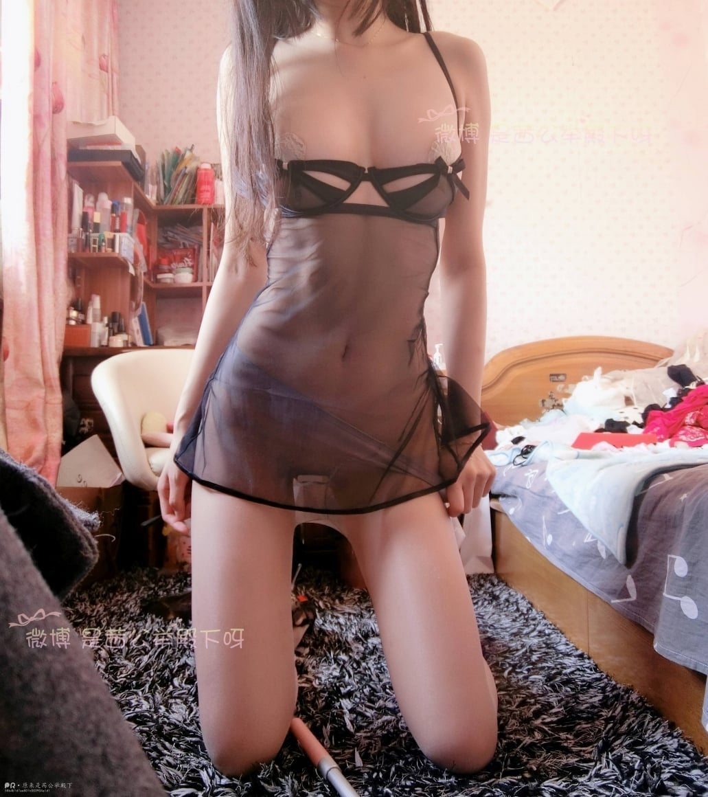 Sexy chinese girl show her sexy body on Weibo