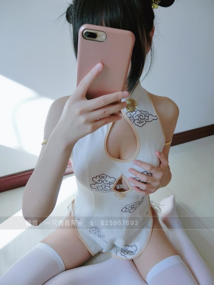 網路收集系列 福利姬-一只肉醬阿《 旗袍 》- (110P)