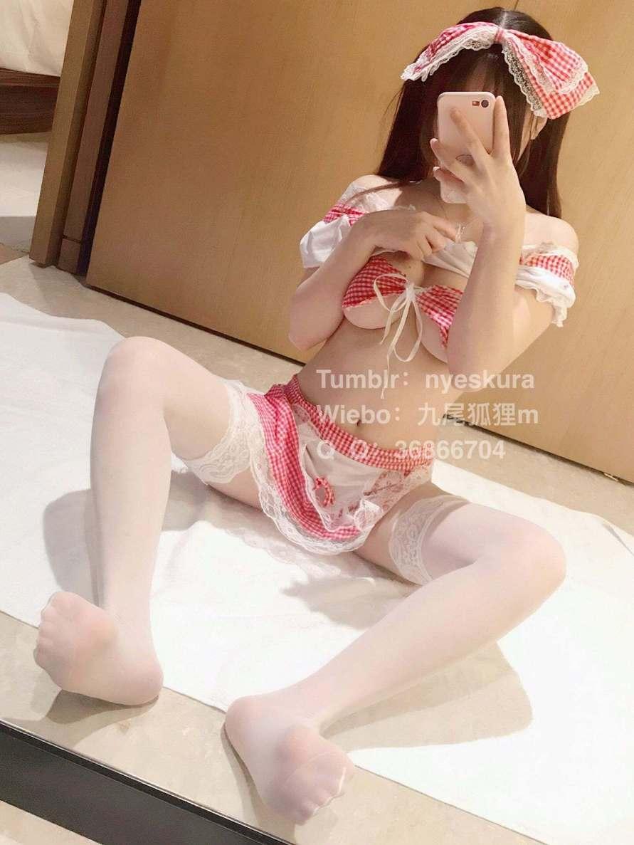 九尾狐狸m (Nyeskura) - Sexy loli girl show her pink shaved pussy